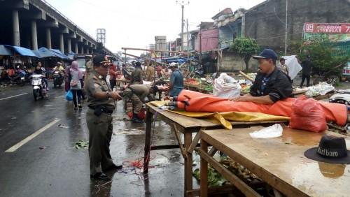 Kegiatan Penertiban PKL di Depan Ramayana Cileungsi oleh Satpol PP Kecamatan Cileungsi