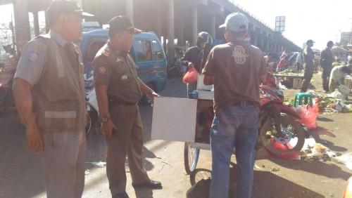 Kegiatan Penertiban PKL oleh Sat Pol PP Kecamatan Cileungsi