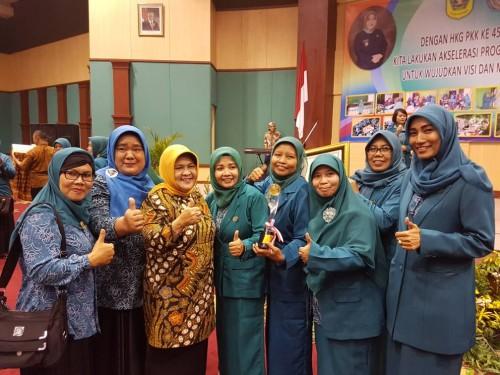 PKK Kecamatan Cileungsi Juara II Tingkat Kabupaten Bogor Lomba Rancang Busana Kerja Tahun 2016