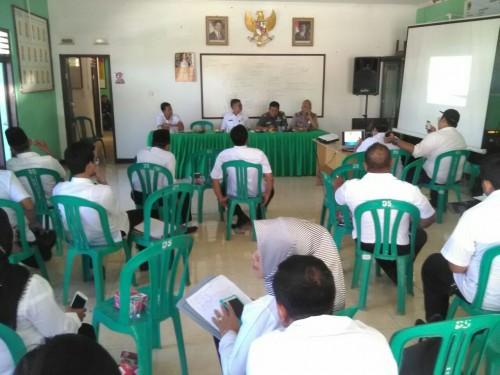 Rapat Minggon di Kantor Desa Limusnunggal